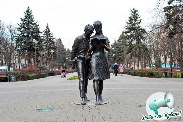 Памятник Лиде и Шурику. Улица Красная