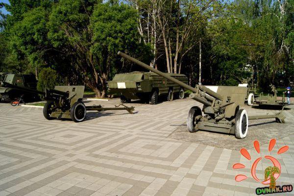 В парке на полуострове выставка танков